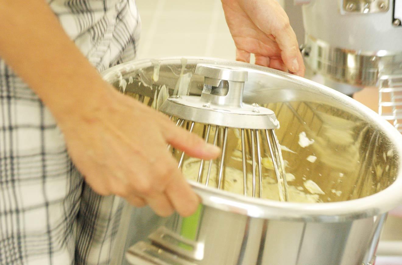 bei uns werden alle Kuchen in Handarbeit hergestellt